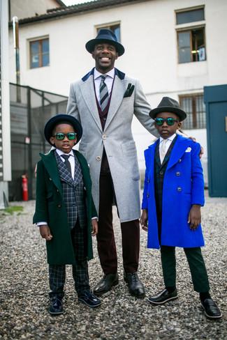 Dunkelroten Anzug kombinieren: Entscheiden Sie sich für einen klassischen Stil in einem dunkelroten Anzug und einem grauen Mantel. Dunkelgraue Leder Oxford Schuhe fügen sich nahtlos in einer Vielzahl von Outfits ein.