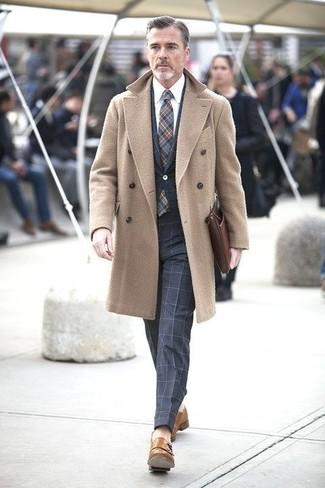Blauer anzug welcher mantel