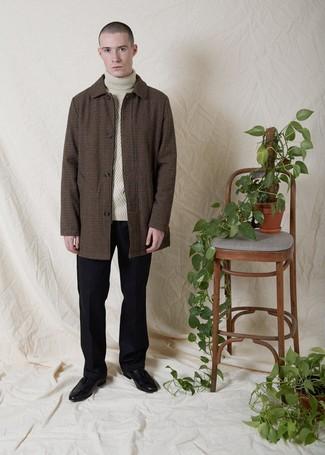 Braunen Mantel mit Vichy-Muster kombinieren: trends 2020: Etwas Einfaches wie die Wahl von einem braunen Mantel mit Vichy-Muster und einer schwarzen Wollanzughose kann Sie von der Menge abheben. Schwarze Leder Slipper mit Quasten sind eine gute Wahl, um dieses Outfit zu vervollständigen.
