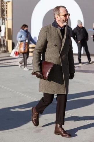 Dunkelbraune Anzughose kombinieren: trends 2020: Geben Sie den bestmöglichen Look ab in einem braunen Mantel und einer dunkelbraunen Anzughose. Braune Lederformelle stiefel sind eine großartige Wahl, um dieses Outfit zu vervollständigen.