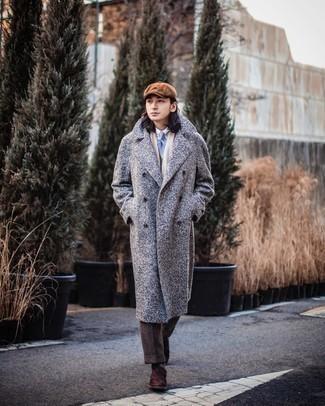 Dunkelbraune Wildleder Oxford Schuhe kombinieren – 275 Herren Outfits: Kombinieren Sie einen grauen Mantel mit Fischgrätenmuster mit einer dunkelbraunen Wollanzughose für einen stilvollen, eleganten Look. Dunkelbraune Wildleder Oxford Schuhe sind eine gute Wahl, um dieses Outfit zu vervollständigen.