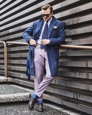 Dunkelbraune Doppelmonks aus Leder kombinieren – 500+ Herren Outfits: Entscheiden Sie sich für einen dunkelblauen Mantel und eine hellviolette Anzughose für eine klassischen und verfeinerte Silhouette. Suchen Sie nach leichtem Schuhwerk? Ergänzen Sie Ihr Outfit mit dunkelbraunen Doppelmonks aus Leder für den Tag.