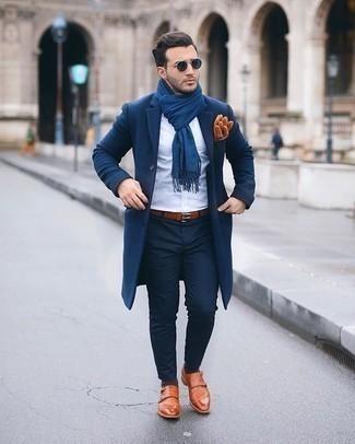 Dunkelbraune Socken kombinieren – 280 Herren Outfits: Erwägen Sie das Tragen von einem dunkelblauen Mantel und dunkelbraunen Socken für einen entspannten Wochenend-Look. Wählen Sie rotbraunen Doppelmonks aus Leder, um Ihr Modebewusstsein zu zeigen.