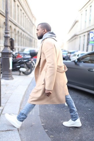 Mantel camel pullover mit kapuze grauer enge jeans hellblaue large 3909