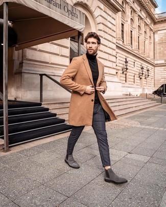 Graue Chelsea Boots aus Wildleder kombinieren – 94 Herren Outfits: Erwägen Sie das Tragen von einem camel Mantel und einer dunkelgrauen Chinohose mit Schottenmuster, um einen eleganten, aber nicht zu festlichen Look zu kreieren. Fühlen Sie sich ideenreich? Vervollständigen Sie Ihr Outfit mit grauen Chelsea Boots aus Wildleder.