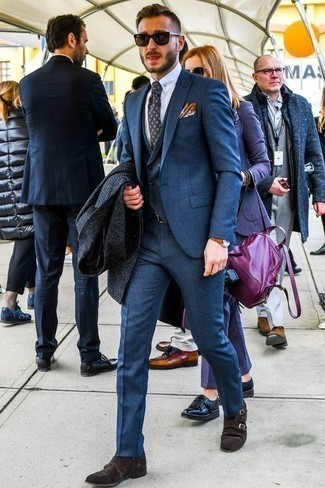 Dunkelbraune Doppelmonks aus Wildleder kombinieren: trends 2020: Erwägen Sie das Tragen von einem dunkelblauen Mantel mit Karomuster und einem blauen Dreiteiler, um vor Klasse und Perfektion zu strotzen. Fühlen Sie sich ideenreich? Komplettieren Sie Ihr Outfit mit dunkelbraunen Doppelmonks aus Wildleder.