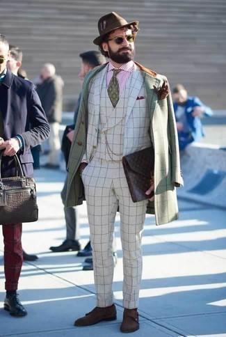 Braunen Wollhut kombinieren: trends 2020: Halten Sie Ihr Outfit locker mit einem mintgrünen Mantel mit Karomuster und einem braunen Wollhut. Machen Sie Ihr Outfit mit dunkelbraunen Doppelmonks aus Wildleder eleganter.