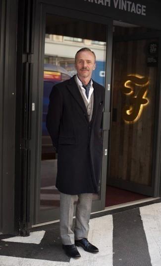 Herren Outfits & Modetrends 2020 für kalt Wetter: Geben Sie den bestmöglichen Look ab in einem dunkelbraunen Mantel und einem hellbeige Dreiteiler. Vervollständigen Sie Ihr Look mit schwarzen Leder Oxford Schuhen.