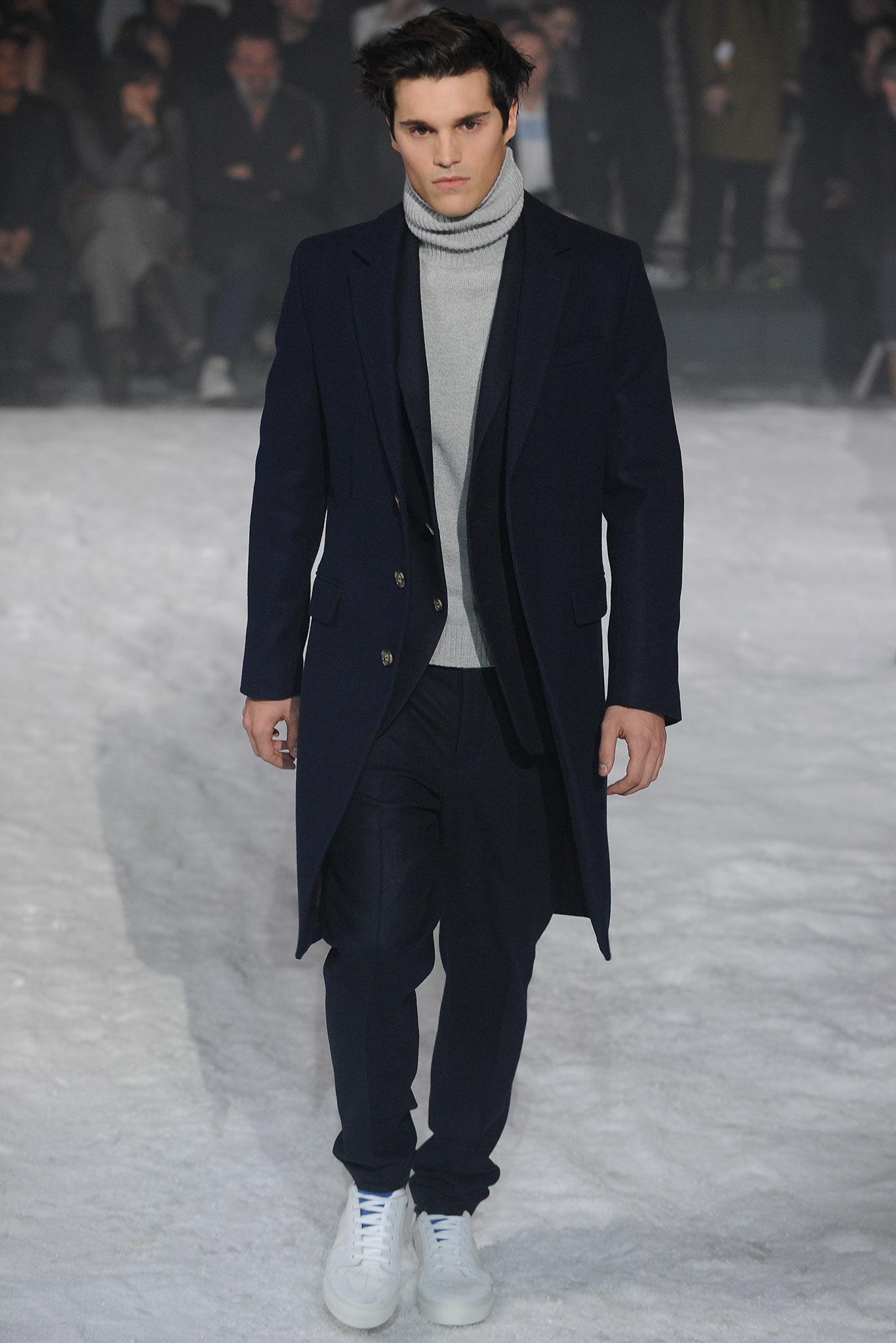 Genial Grauer Mantel Kombinieren Sammlung Von Sie Einen Dunkelblauen Mit Einem Schwarzen Anzug