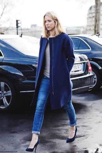 Blauer mantel kombinieren