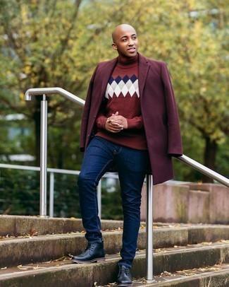 Überzug kombinieren – 500+ Herren Outfits: Stechen Sie unter anderen modebewussten Menschen hervor mit einem Überzug und dunkelblauen Jeans. Setzen Sie bei den Schuhen auf die klassische Variante mit schwarzen Chukka-Stiefeln aus Leder.
