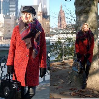 Vereinigen Sie einen roten Mantel mit Leopardenmuster mit einer schwarzen enger Hose aus Leder für einen gepflegten, eleganten Look. Schwarze Leder Stiefeletten fügen sich nahtlos in einer Vielzahl von Outfits ein.