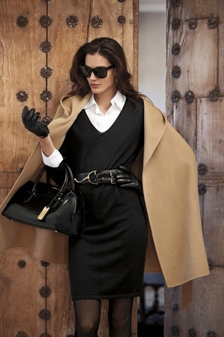 beige Mantel, schwarzes Strick Etuikleid, weißes Businesshemd, schwarze Satchel-Tasche aus Leder für Damen