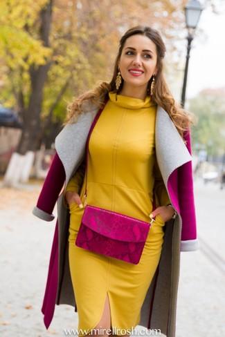 Rosa Mantel kombinieren – 153 Damen Outfits: Um ein legeres Outfit zu zaubern, sind ein rosa Mantel und ein senf Etuikleid ganz besonders gut geeignet.