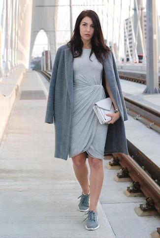 Welche niedrige Sneakers mit grauen Mantels zu tragen für