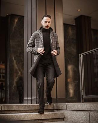 Schwarzen Rollkragenpullover kombinieren – 1045+ Herren Outfits: Vereinigen Sie einen schwarzen Rollkragenpullover mit dunkelgrauen Jeans, um mühelos alles zu meistern, was auch immer der Tag bringen mag. Heben Sie dieses Ensemble mit schwarzen Chelsea Boots aus Wildleder hervor.