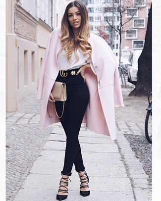 Rosa Mantel kombinieren – 153 Damen Outfits: Paaren Sie einen rosa Mantel mit schwarzen engen Jeans, um ein ultralässiges, aber dennoch schickes Outfit zu erhalten. Komplettieren Sie Ihr Outfit mit schwarzen Wildleder Pumps.