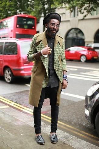 Wie schwarze enge Jeans mit olivgrünen Mantels zu