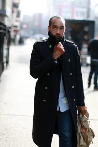 Olivgrüne Segeltuch Aktentasche kombinieren: trends 2020: Vereinigen Sie einen dunkelblauen Mantel mit einer olivgrünen Segeltuch Aktentasche für einen entspannten Wochenend-Look.