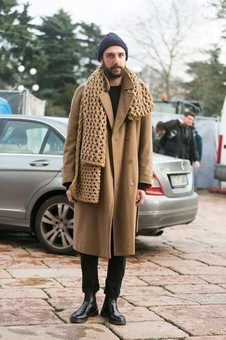 Herren Outfits & Modetrends 2020 für Winter: Kombinieren Sie einen camel Mantel mit einer schwarzen Chinohose für Ihren Bürojob. Entscheiden Sie sich für schwarzen Chelsea Boots aus Leder, um Ihr Modebewusstsein zu zeigen. Der Look ist mega für den Winter.