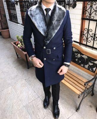 Dunkelblauen Mantel mit einem Pelzkragen kombinieren: trends 2020: Entscheiden Sie sich für einen dunkelblauen Mantel mit einem Pelzkragen und eine schwarze Anzughose, um vor Klasse und Perfektion zu strotzen. Wenn Sie nicht durch und durch formal auftreten möchten, entscheiden Sie sich für schwarzen Doppelmonks aus Leder.
