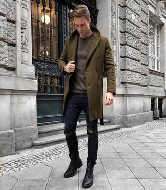 Braunen Pullover mit einem Rundhalsausschnitt kombinieren für kühl Wetter: trends 2020: Ein brauner Pullover mit einem Rundhalsausschnitt und schwarze enge Jeans mit Destroyed-Effekten sind eine gute Outfit-Formel für Ihre Sammlung. Fühlen Sie sich mutig? Komplettieren Sie Ihr Outfit mit einer schwarzen Lederfreizeitstiefeln.