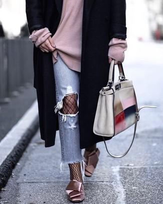 Ein schwarzer mantel und eine schwarze netzstrumpfhose für damen von Asos sind eine großartige Outfit-Formel für Ihre Sammlung. Dieses Outfit passt hervorragend zusammen mit rosa satin pumps.