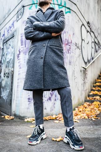 schwarzer Pullover mit einem Kapuze von Eddie Bauer