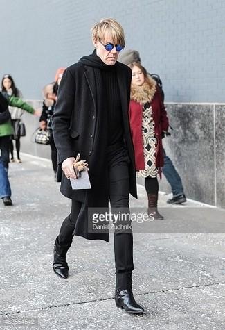 schwarzer Pullover mit einem Rundhalsausschnitt von BRUNO BANANI