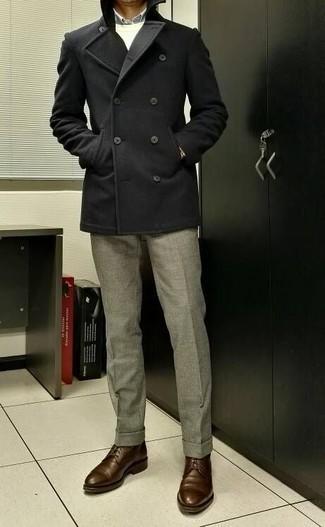 Braune Leder Derby Schuhe kombinieren: trends 2020: Entscheiden Sie sich für einen dunkelgrauen Mantel und eine graue Anzughose für eine klassischen und verfeinerte Silhouette. Wenn Sie nicht durch und durch formal auftreten möchten, komplettieren Sie Ihr Outfit mit braunen Leder Derby Schuhen.