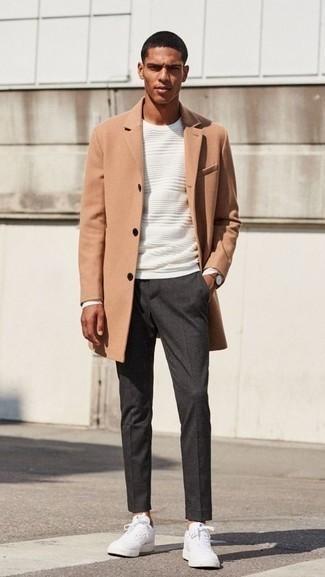 Dunkelgraue Chinohose kombinieren – 500+ Herren Outfits kalt Wetter: Kombinieren Sie einen camel Mantel mit einer dunkelgrauen Chinohose für einen für die Arbeit geeigneten Look. Suchen Sie nach leichtem Schuhwerk? Entscheiden Sie sich für weißen Segeltuch niedrige Sneakers für den Tag.