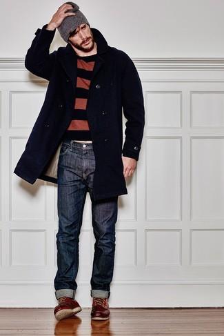 Graue Mütze kombinieren: Ein dunkelblauer Mantel und eine graue Mütze sind eine perfekte Wochenend-Kombination. Fühlen Sie sich ideenreich? Wählen Sie dunkelroten Lederarbeitsstiefel.