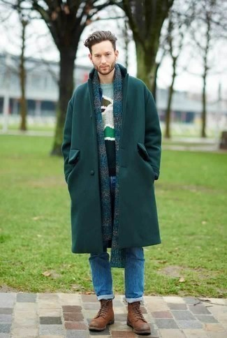 Mehrfarbigen Pullover mit einem Rundhalsausschnitt kombinieren: trends 2020: Paaren Sie einen mehrfarbigen Pullover mit einem Rundhalsausschnitt mit blauen Jeans, um einen lockeren, aber dennoch stylischen Look zu erhalten. Setzen Sie bei den Schuhen auf die klassische Variante mit einer braunen Lederfreizeitstiefeln.