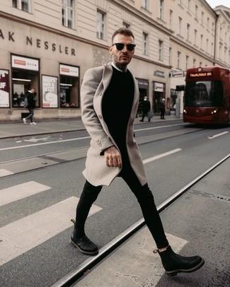 Grauen Mantel kombinieren – 500+ Herren Outfits: Erwägen Sie das Tragen von einem grauen Mantel und schwarzen engen Jeans für einen bequemen Alltags-Look. Fühlen Sie sich mutig? Wählen Sie schwarzen Chelsea Boots aus Leder.