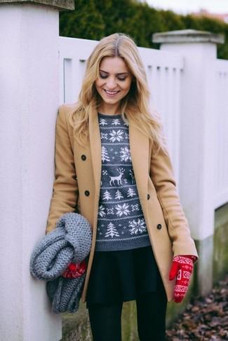 Paaren Sie einen beige mantel mit einer schwarzen wollstrumpfhose, um sich selbstbewusst zu fühlen und modisch auszusehen.