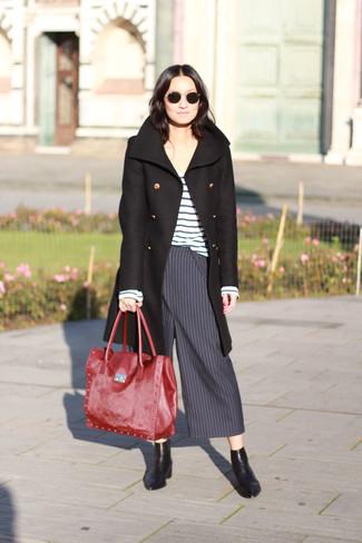 35442fda503e Wie kombinieren  schwarzer Mantel, weißer und blauer horizontal gestreifter  Pullover mit einem Rundhalsausschnitt,