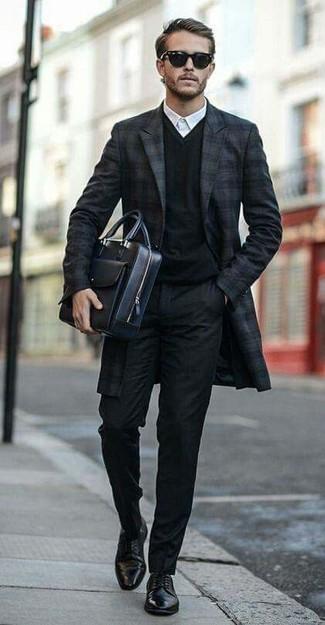 schwarzer Pullover mit einem V-Ausschnitt von Hilfiger Denim