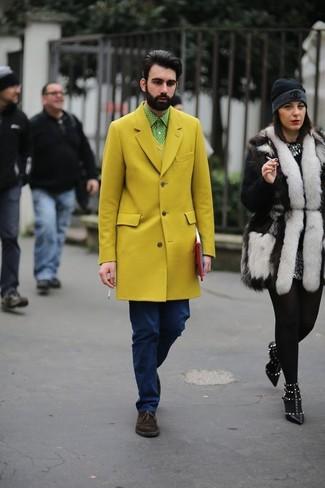 gelber Pullover mit einem V-Ausschnitt von Maerz
