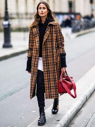 Wie kombinieren: beige Mantel mit Schottenmuster, schwarzer Pullover mit einer Kapuze, weißes Businesshemd, schwarze enge Hose