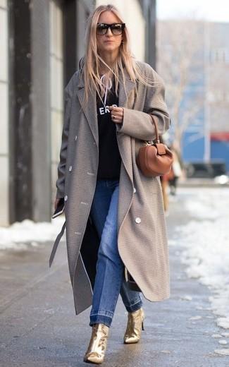 Goldene Leder Stiefeletten kombinieren – 17 Damen Outfits: Probieren Sie die Kombination aus einem grauen Mantel und blauen Jeans, um einen glamurösen Alltags-Look zu erzeugen. Goldene Leder Stiefeletten fügen sich nahtlos in einer Vielzahl von Outfits ein.