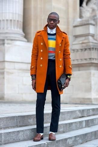 Orange Mantel, Mehrfarbiger horizontal gestreifter Pullover mit Rundhalsausschnitt, Weißer Rollkragenpullover, Weißes Businesshemd für Herren
