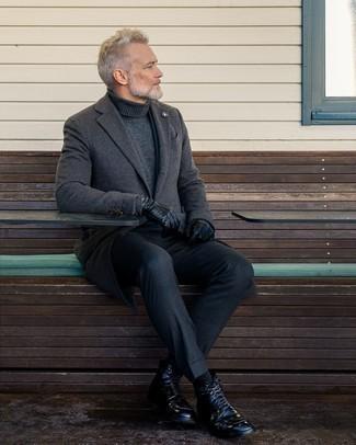 Schwarze Lederfreizeitstiefel kombinieren – 500+ Herren Outfits: Kombinieren Sie einen dunkelgrauen Mantel mit einer dunkelgrauen Wollanzughose, um vor Klasse und Perfektion zu strotzen. Fühlen Sie sich mutig? Entscheiden Sie sich für eine schwarze Lederfreizeitstiefel.