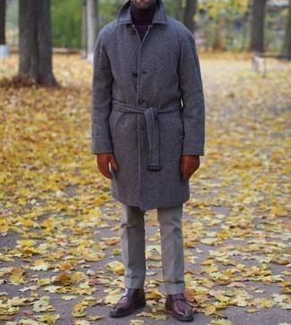 Dunkelbraune Doppelmonks aus Leder kombinieren – 500+ Herren Outfits: Kombinieren Sie einen dunkelbraunen Mantel mit Hahnentritt-Muster mit einer braunen Anzughose für eine klassischen und verfeinerte Silhouette. Dunkelbraune Doppelmonks aus Leder sind eine gute Wahl, um dieses Outfit zu vervollständigen.