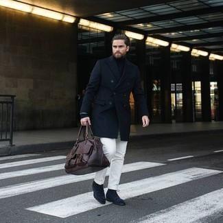 Chinohose kombinieren – 500+ Herren Outfits: Vereinigen Sie einen dunkelblauen Mantel mit einer Chinohose, wenn Sie einen gepflegten und stylischen Look wollen. Eine dunkelblaue Wildlederfreizeitstiefel sind eine perfekte Wahl, um dieses Outfit zu vervollständigen.