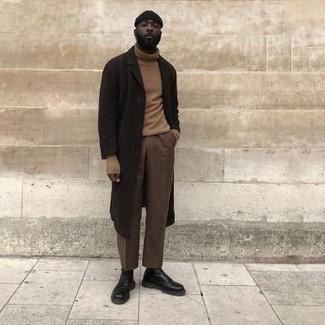 Beige Rollkragenpullover kombinieren – 489 Herren Outfits: Kombinieren Sie einen beige Rollkragenpullover mit einer braunen Chinohose, um einen lockeren, aber dennoch stylischen Look zu erhalten. Fühlen Sie sich ideenreich? Entscheiden Sie sich für eine schwarze Lederfreizeitstiefel.