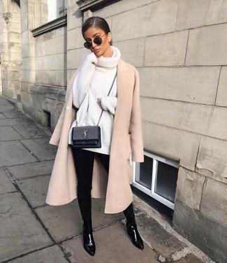Entscheiden Sie sich für einen raffinierten Look mit einem hellbeige mantel und einer schwarzen sonnenbrille. Schwarze chelsea-stiefel aus leder leihen Originalität zu einem klassischen Look.