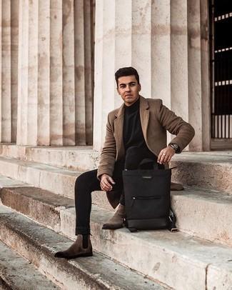 Schwarze enge Jeans kombinieren – 500+ Herren Outfits: Erwägen Sie das Tragen von einem braunen Mantel und schwarzen engen Jeans für ein bequemes Outfit, das außerdem gut zusammen passt. Fühlen Sie sich ideenreich? Wählen Sie braunen Chelsea Boots aus Wildleder.