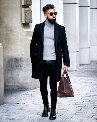 Dunkelbraune Shopper Tasche aus Leder kombinieren – 249 Herren Outfits: Für ein bequemes Couch-Outfit, kombinieren Sie einen dunkelblauen Mantel mit einer dunkelbraunen Shopper Tasche aus Leder. Fühlen Sie sich mutig? Vervollständigen Sie Ihr Outfit mit schwarzen Chelsea Boots aus Leder.
