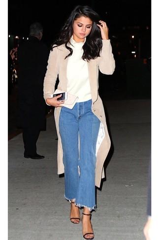 Dunkelblauen Hosenrock aus Jeans kombinieren – 24 Damen Outfits: Probieren Sie die Kombination aus einem hellbeige Samtmantel und einem dunkelblauen Hosenrock aus Jeans, umein frischen Alltags-Outfit zu kreieren, der im Kleiderschrank der Frau nicht fehlen darf. Dieses Outfit passt hervorragend zusammen mit schwarzen Leder Sandaletten.