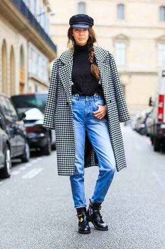 Hosenträger kombinieren: trends 2020: Um einen zeitgenössischen Alltags-Look zu zaubern, erwägen Sie das Tragen von einem weißen und schwarzen Mantel mit Hahnentritt-Muster und einem Hosenträger. Schwarze Leder Stiefeletten mit Ausschnitten sind eine großartige Wahl, um dieses Outfit zu vervollständigen.